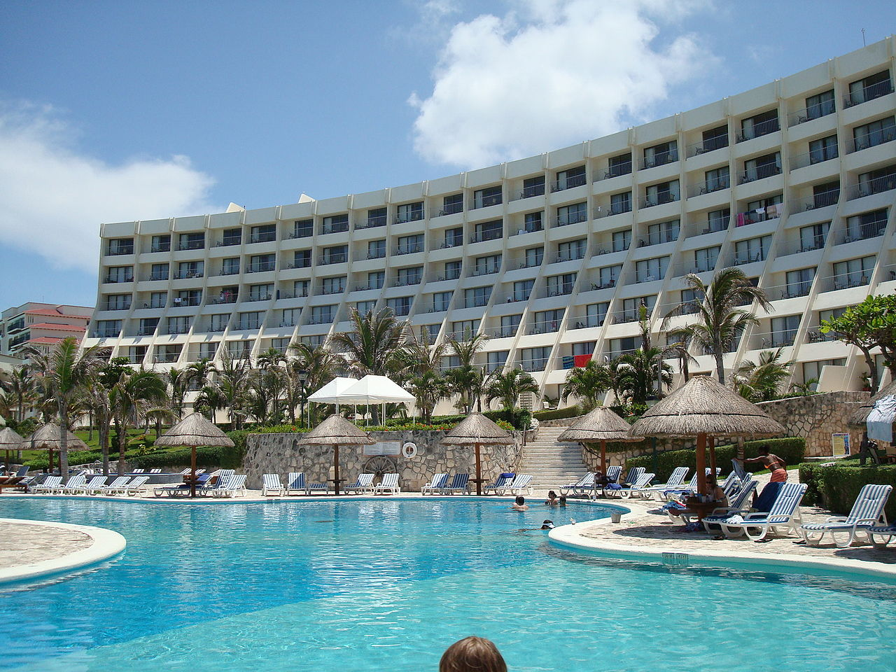 1280px-Cancun_Caribe